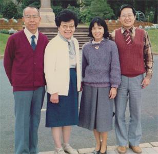 1988年梁牧師夫婦來西澳幫助筆者