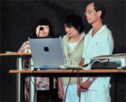 師母為華叔夫婦禱告