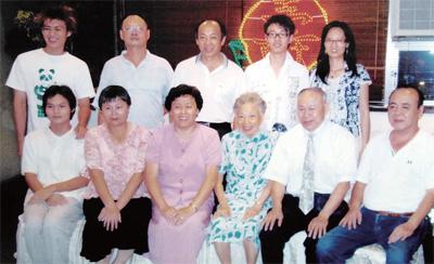兒女媳婿孫輩2008 年為母親慶祝80 大壽