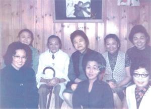 趙小蘭部長的母親與教會的婦女查經班